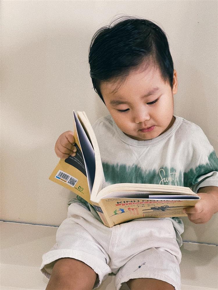 Con trai Hòa Minzy đọc vanh vách tên 30 quốc kỳ các nước nhờ 1 thói quen mẹ rèn hàng ngày-3