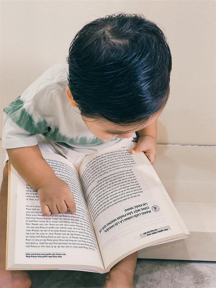 Con trai Hòa Minzy đọc vanh vách tên 30 quốc kỳ các nước nhờ 1 thói quen mẹ rèn hàng ngày-4