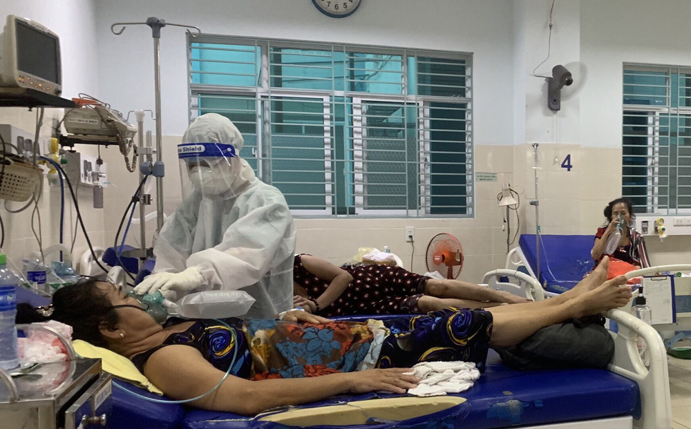Nữ điều dưỡng tại TP HCM: Không ăn uống, đi vệ sinh trong suốt hơn 7 tiếng trực, người ướt sũng, tay nhăn nheo vì nóng-1