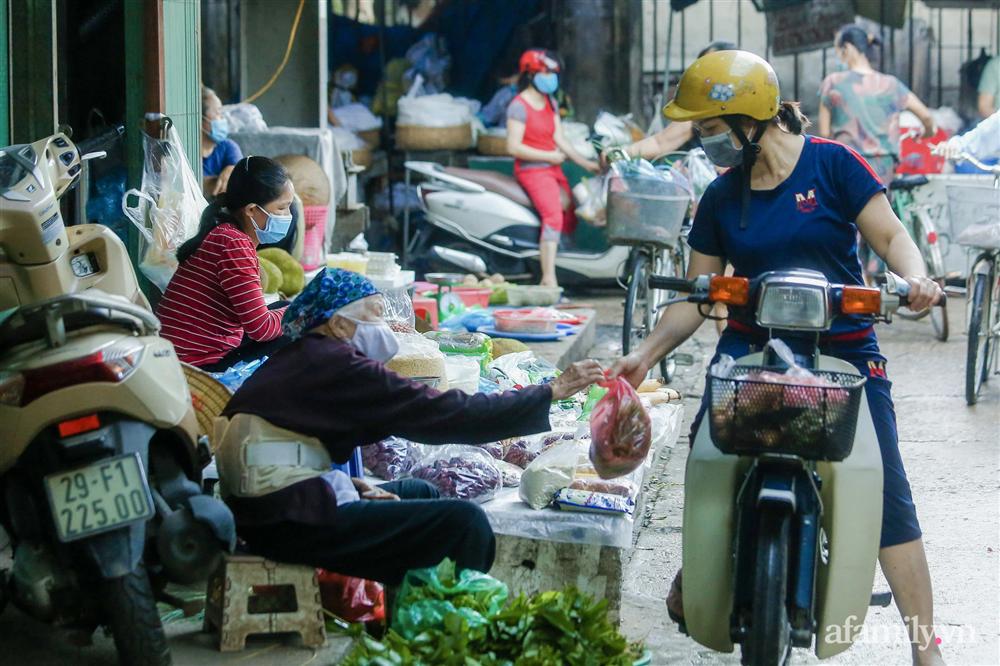Hà Nội bắt đầu phát phiếu đi chợ cho người dân theo ngày chẵn, ngày lẻ-10