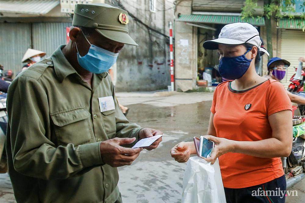 Hà Nội bắt đầu phát phiếu đi chợ cho người dân theo ngày chẵn, ngày lẻ-3