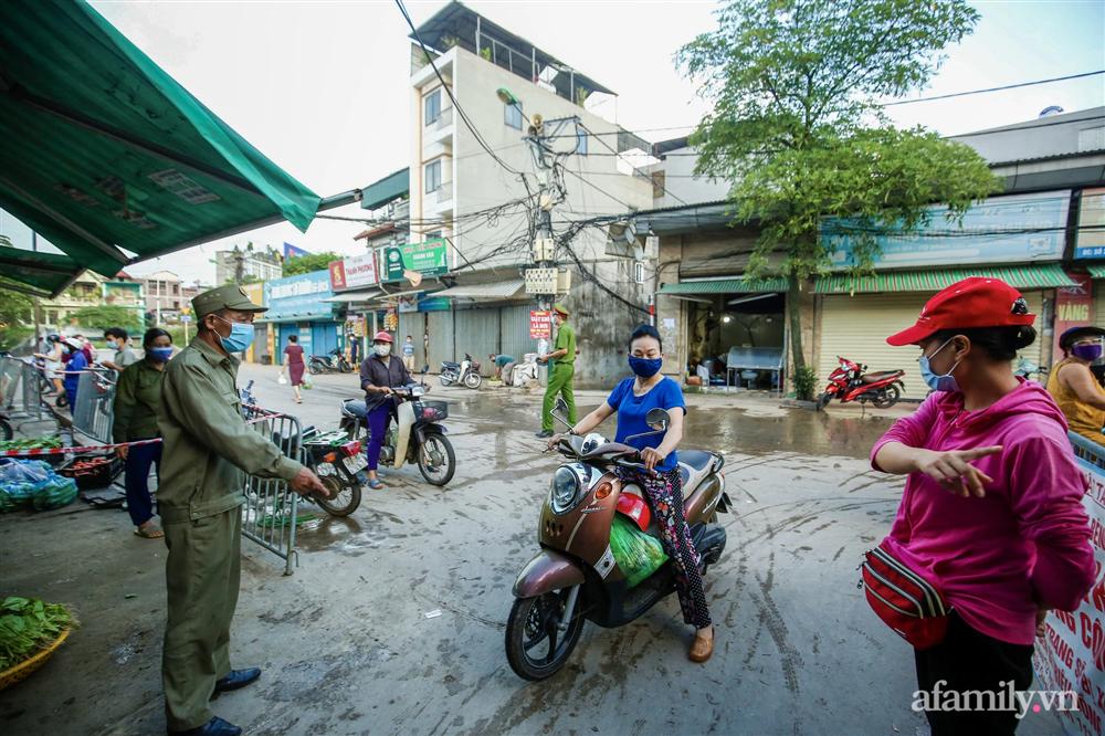 Hà Nội bắt đầu phát phiếu đi chợ cho người dân theo ngày chẵn, ngày lẻ-4