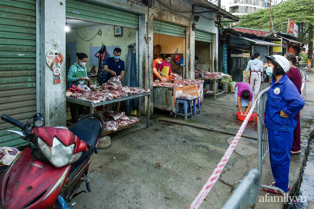 Hà Nội bắt đầu phát phiếu đi chợ cho người dân theo ngày chẵn, ngày lẻ-5