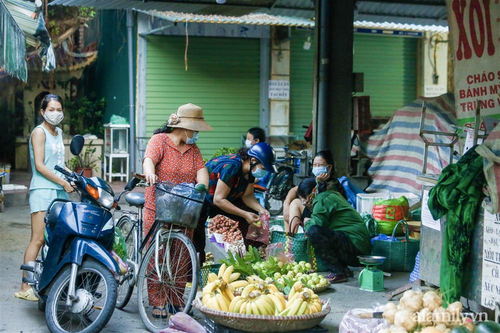 Hà Nội bắt đầu phát phiếu đi chợ cho người dân theo ngày chẵn, ngày lẻ-9