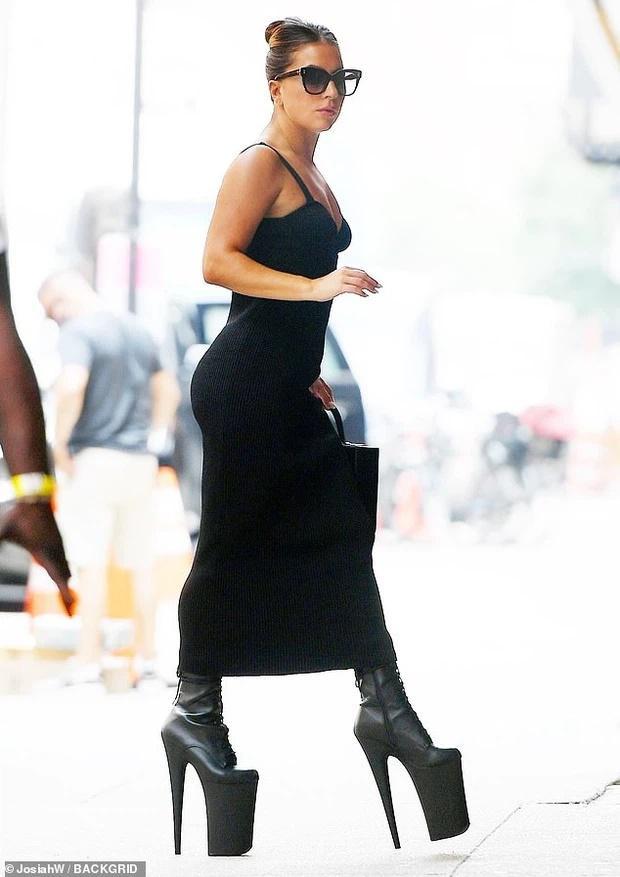 Tiền đình những lần đi giày cà kheo 40cm như diễn xiếc của Lady Gaga-1