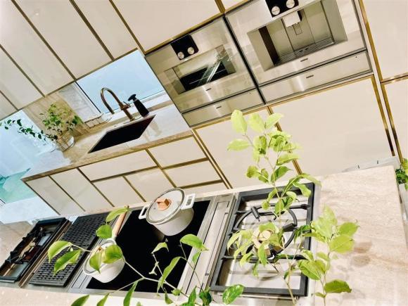 Những ngóc ngách đắt giá được Hà Hồ yêu thích trong căn biệt thự tiền tỷ hoành tráng do Kim Lý xây dựng-3