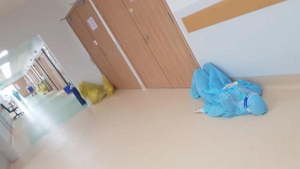 Bác sĩ 91 bạc trắng đầu sau hơn 10 ngày ở Bệnh viện Hồi sức COVID-19-4