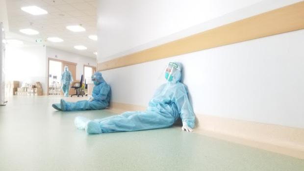 Bác sĩ 91 bạc trắng đầu sau hơn 10 ngày ở Bệnh viện Hồi sức COVID-19-5