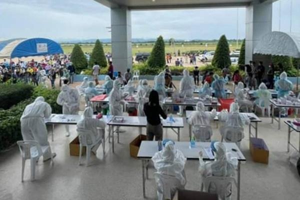 Xưởng chế biến thịt gà lớn nhất Châu Á trở thành ổ dịch Covid-19 khổng lồ: Gần 3500 công nhân bị nhiễm-3