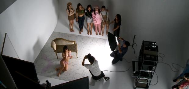 Show thực tế Việt gây ồn ào vì cho thí sinh mặc bikini liên tục, tạo dáng quá gợi cảm trên truyền hình-5