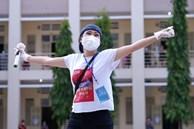 Ca sĩ Phương Thanh hát trước hàng nghìn F0 ở bệnh viện dã chiến
