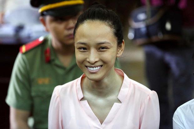 Vbiz từng rúng động bởi scandal tình - tiền của 1 Hoa hậu: Bị tố lừa đảo 16,5 tỷ đồng, nụ cười bí hiểm trên toà gây ám ảnh!-8