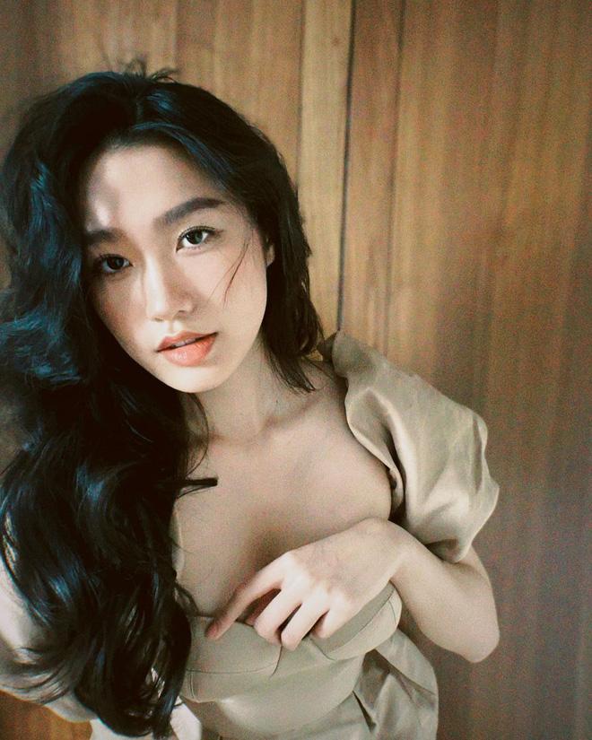 Bồ tin đồn 2k1 của Đoàn Văn Hậu tung loạt ảnh ngày càng sexy, chàng cầu thủ đã có ngay phản ứng-1