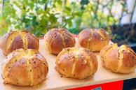 Mẹ đảm tự làm bánh mì bơ tỏi phô mai thơm ngon khó cưỡng,con có bữa sáng hấp dẫn ngày giãn cách