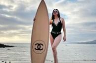 Nữ đại gia ở biệt thự 800 tỷ khoe ảnh tạo dáng bên ván Chanel từng khiến Chi Pu - Ngọc Trinh mê mẩn, vóc dáng U60 gây ngỡ ngàng
