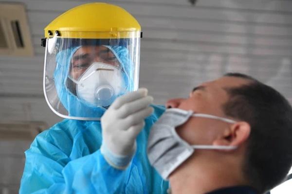Trưa 28/7, Hà Nội phát hiện thêm 35 ca dương tính SARS-CoV-2 ở 7 chùm ca bệnh-1