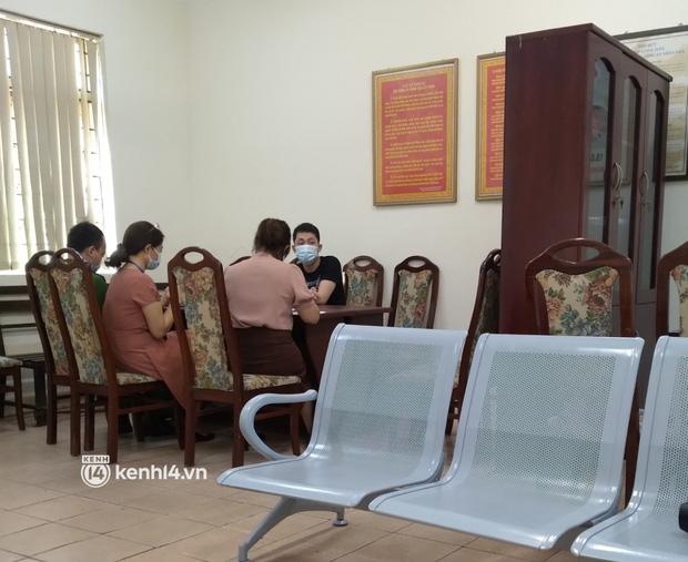 Nam thanh niên khạc nhổ, ném khẩu trang ở thang máy chung cư Hà Nội bị phạt 4 triệu đồng-1