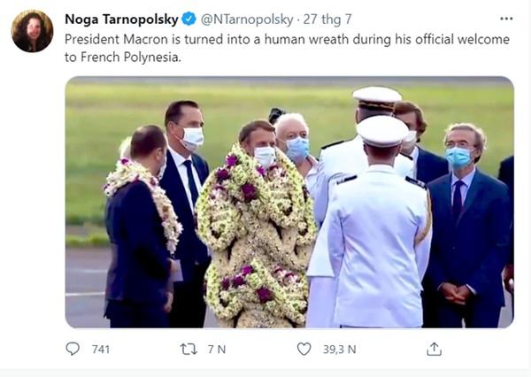 Sự thật về khoảnh khắc Tổng thống Pháp thành cây hoa di động, vẻ mặt gượng cười đang gây bão MXH-2