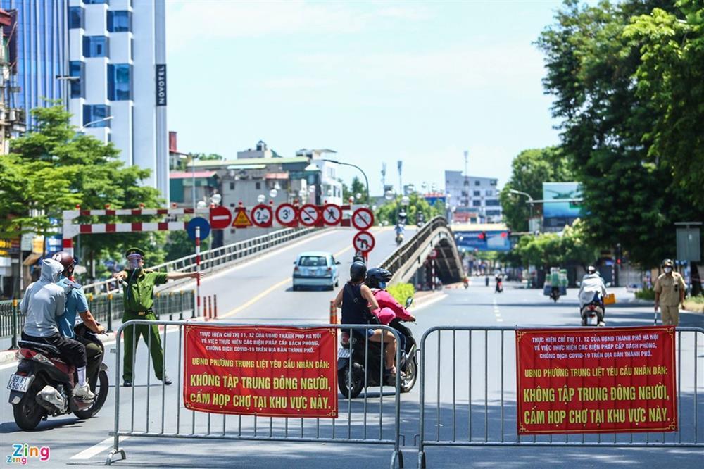 Nhiều trường hợp ở Hà Nội bị xử phạt khi đi xe ra phố-1