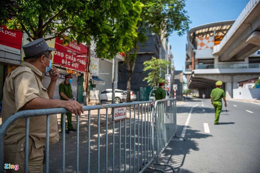 Nhiều trường hợp ở Hà Nội bị xử phạt khi đi xe ra phố-2