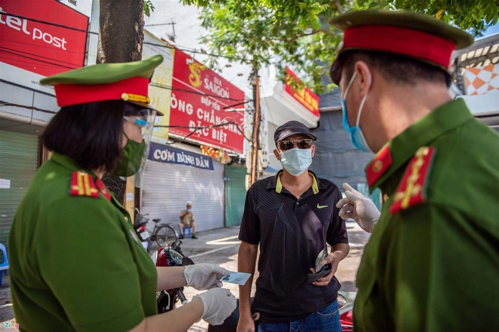 Nhiều trường hợp ở Hà Nội bị xử phạt khi đi xe ra phố-4