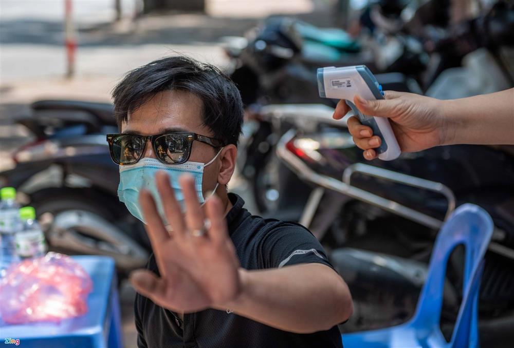 Nhiều trường hợp ở Hà Nội bị xử phạt khi đi xe ra phố-7