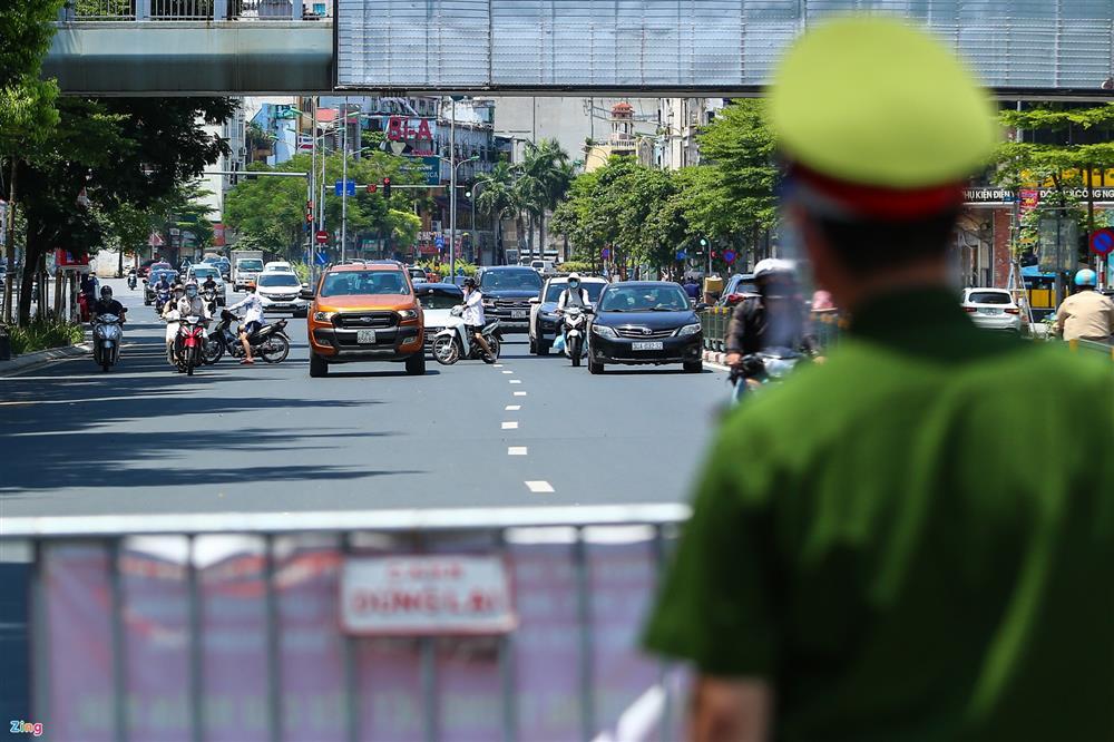 Nhiều trường hợp ở Hà Nội bị xử phạt khi đi xe ra phố-12