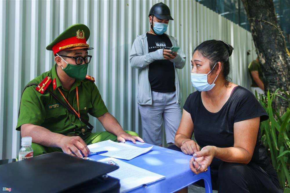 Nhiều trường hợp ở Hà Nội bị xử phạt khi đi xe ra phố-14