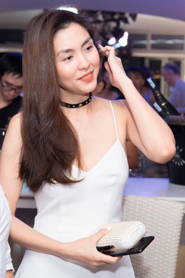 Nổi tiếng ngực lép mà sang Hà Tăng bất ngờ khoe thềm ngực nảy nở khiến fan điêu đứng-1