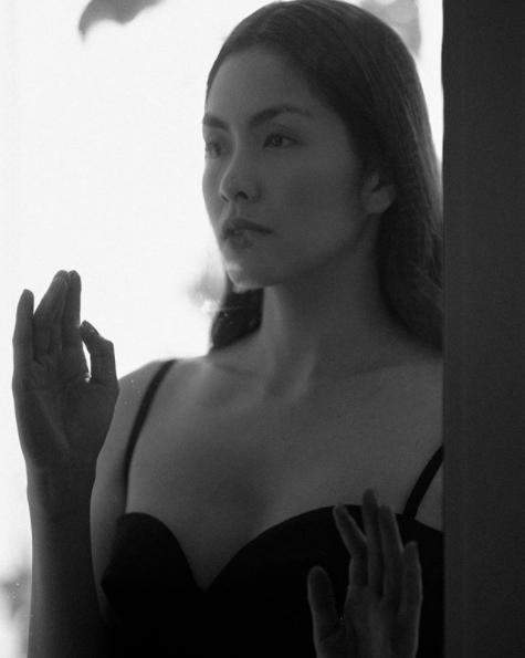Nổi tiếng ngực lép mà sang Hà Tăng bất ngờ khoe thềm ngực nảy nở khiến fan điêu đứng-9