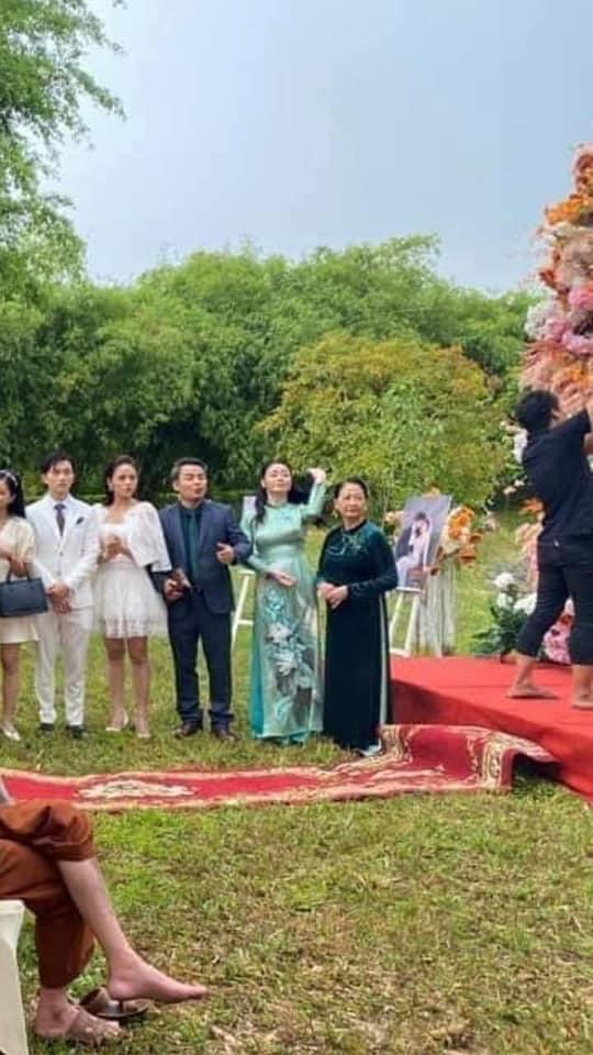 HOT nhất Hương vị tình thân: Long - Nam bị lộ ảnh cưới chụp cùng họ hàng, fan đua nhau lên thuyền trở lại-6