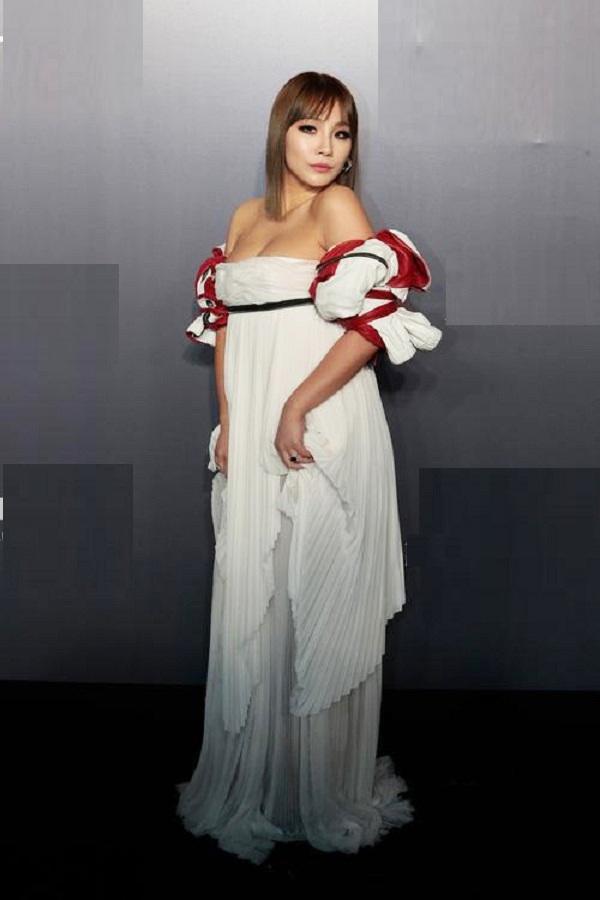 10 bộ váy xấu đến khó hiểu của sao Hàn-3