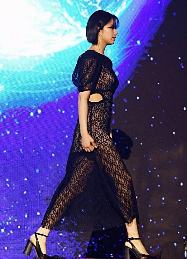 10 bộ váy xấu đến khó hiểu của sao Hàn-4