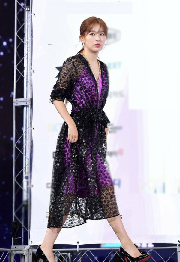 10 bộ váy xấu đến khó hiểu của sao Hàn-9