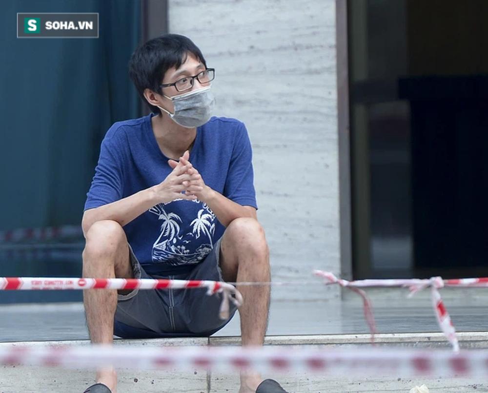 Vào Trung tâm thương mại mua hàng, ra cửa thấy toà nhà bị phong toả khiến nam thanh niên ngỡ ngàng-9