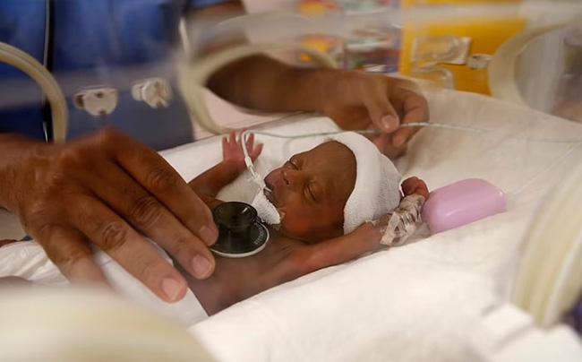 Người mẹ sinh 9 đứa con phá kỷ lục thế giới: Dùng 100 cái bỉm, 6 lít sữa mỗi ngày, nhìn số tiền viện phí ai cũng choáng-5