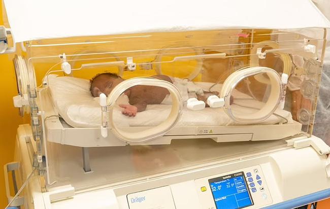 Người mẹ sinh 9 đứa con phá kỷ lục thế giới: Dùng 100 cái bỉm, 6 lít sữa mỗi ngày, nhìn số tiền viện phí ai cũng choáng-8