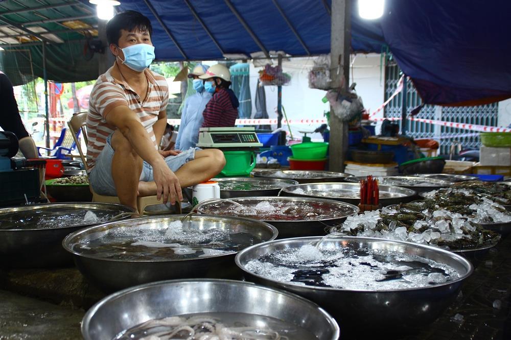 Tôm cá tăng giá nhưng chợ vắng khách mua-3