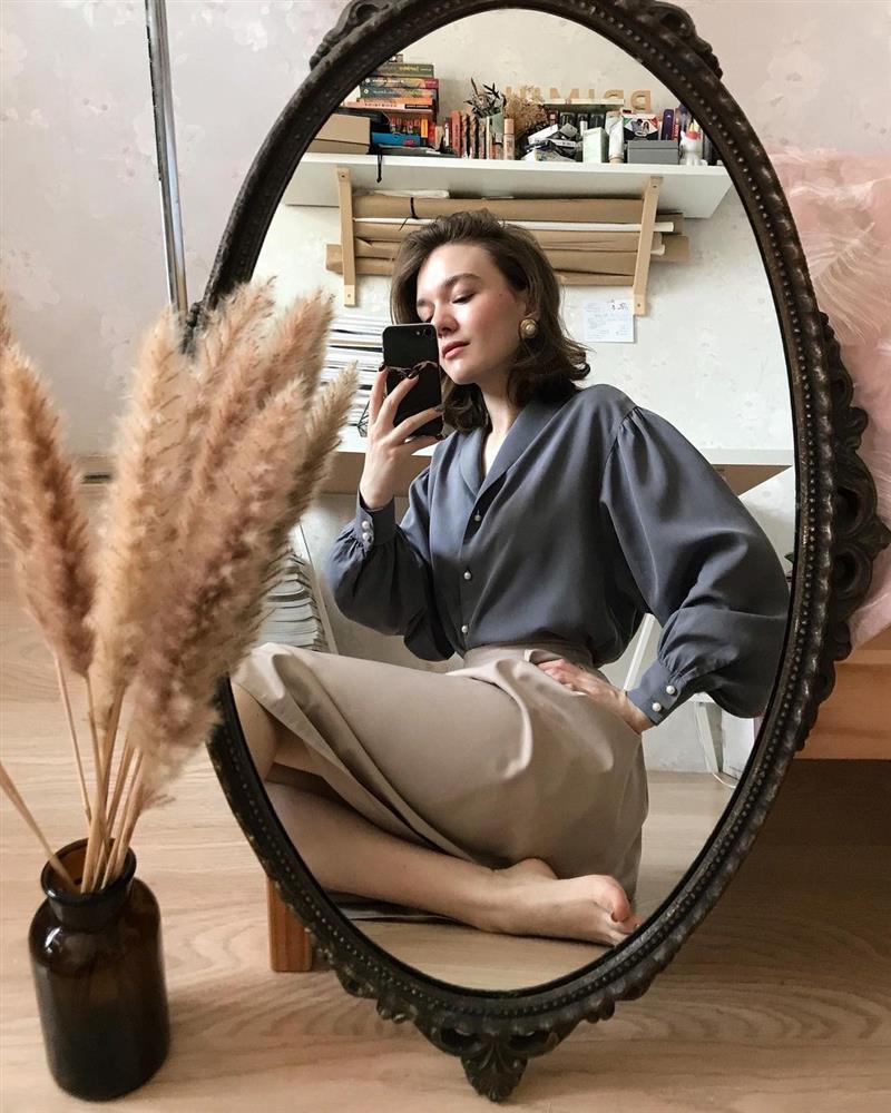 4 tips mặc đẹp tôn dáng từ cô nàng người Nga cao 1m50: Chỉ cần vài món chủ chốt là đủ cân hết các style-3