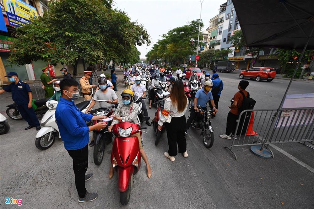 Nhiều chốt kiểm soát Covid-19 ở Hà Nội bị ùn ứ-1