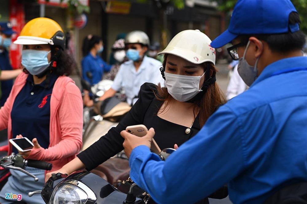 Nhiều chốt kiểm soát Covid-19 ở Hà Nội bị ùn ứ-2