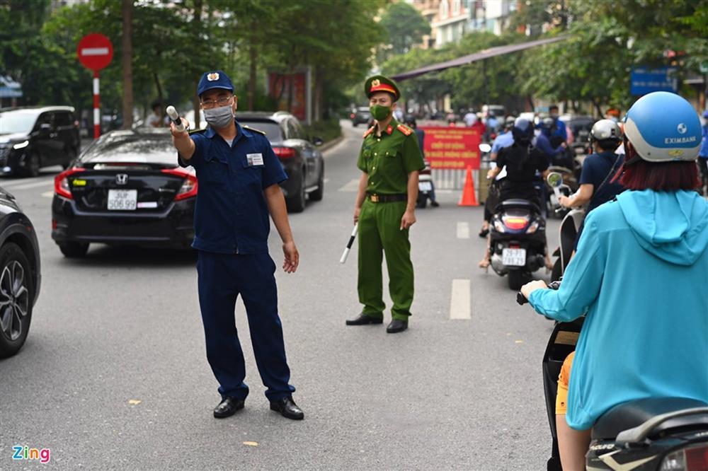 Nhiều chốt kiểm soát Covid-19 ở Hà Nội bị ùn ứ-3