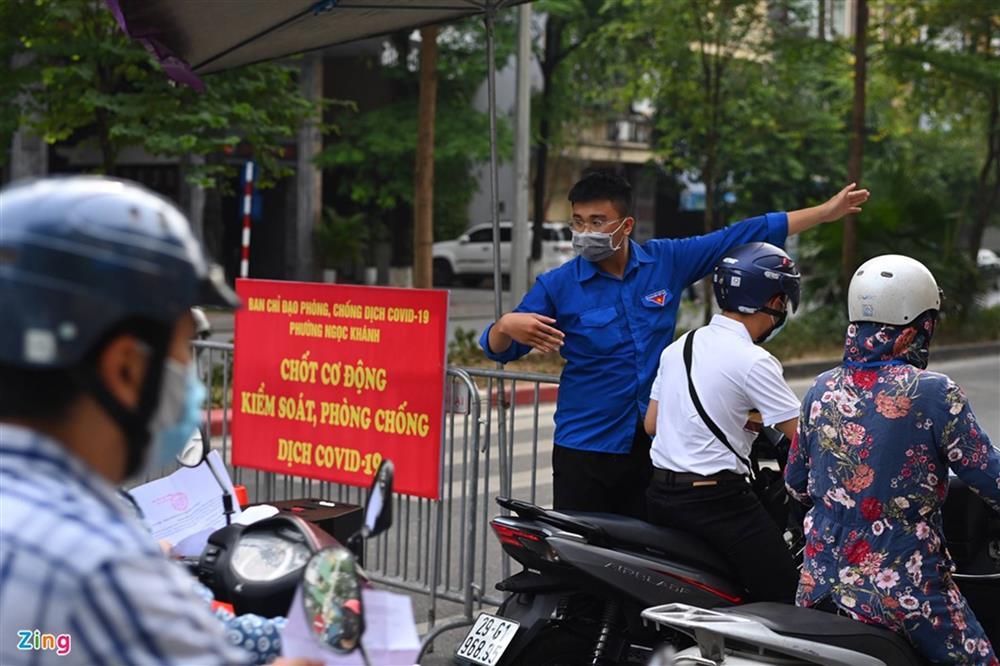 Nhiều chốt kiểm soát Covid-19 ở Hà Nội bị ùn ứ-4