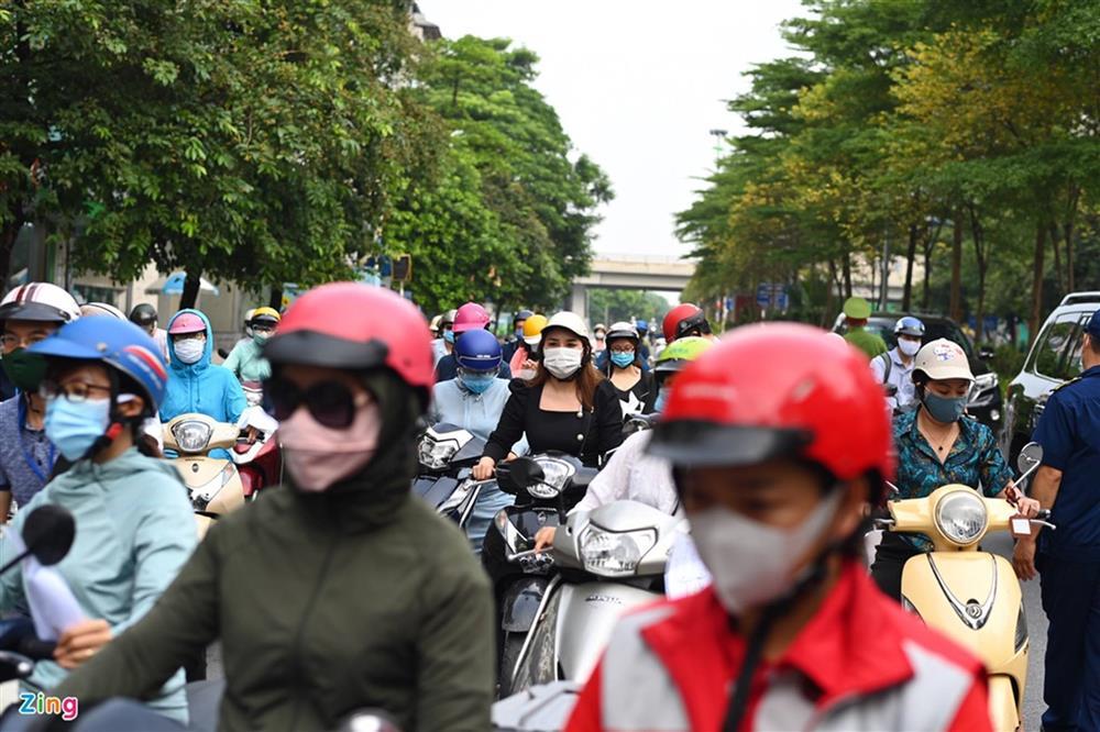 Nhiều chốt kiểm soát Covid-19 ở Hà Nội bị ùn ứ-5