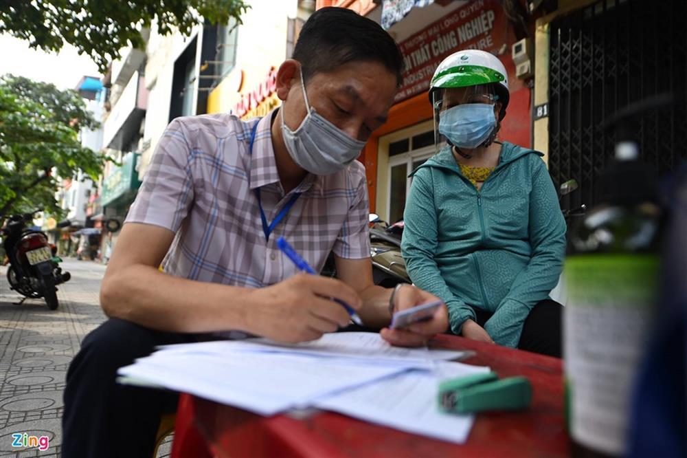 Nhiều chốt kiểm soát Covid-19 ở Hà Nội bị ùn ứ-7