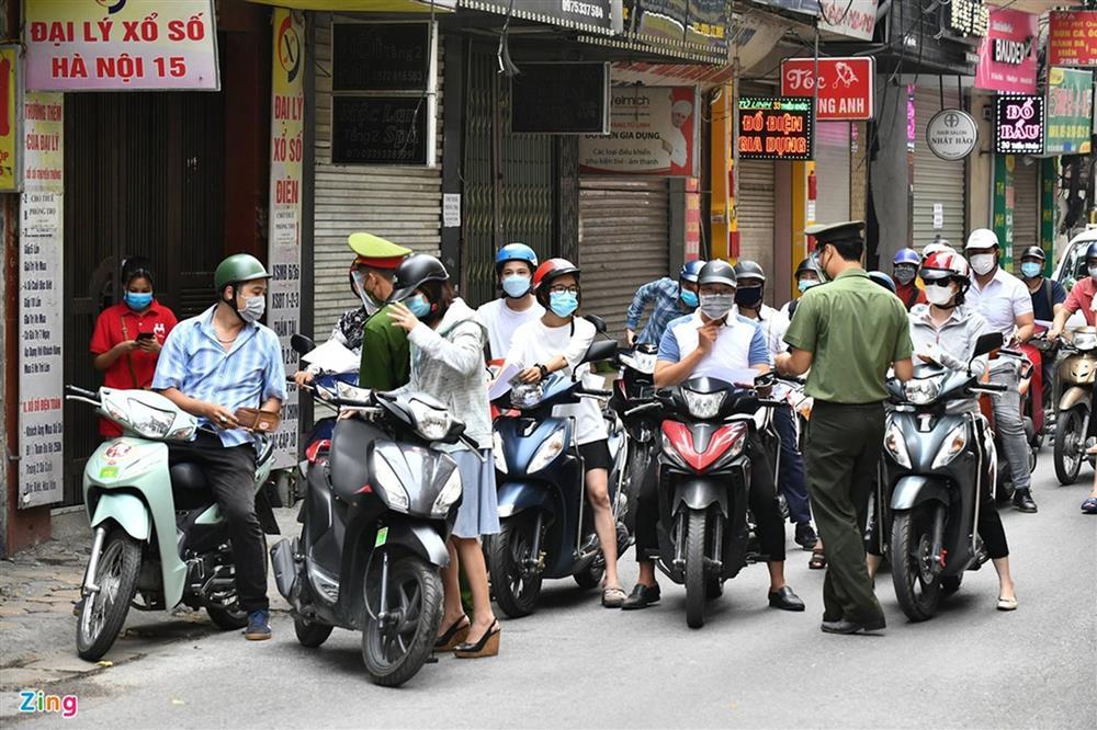 Nhiều chốt kiểm soát Covid-19 ở Hà Nội bị ùn ứ-12