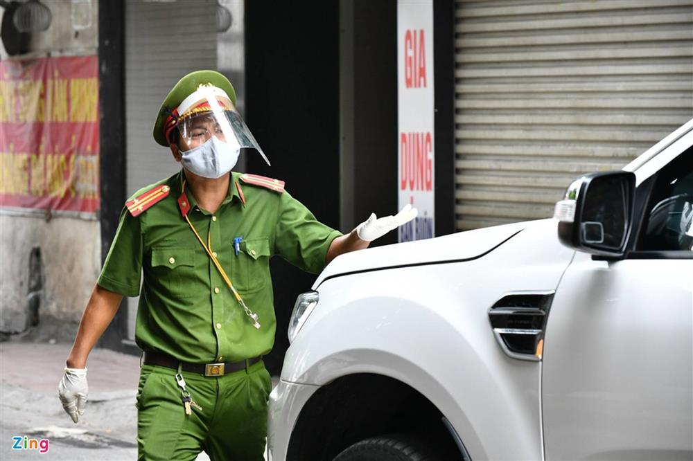 Nhiều chốt kiểm soát Covid-19 ở Hà Nội bị ùn ứ-13