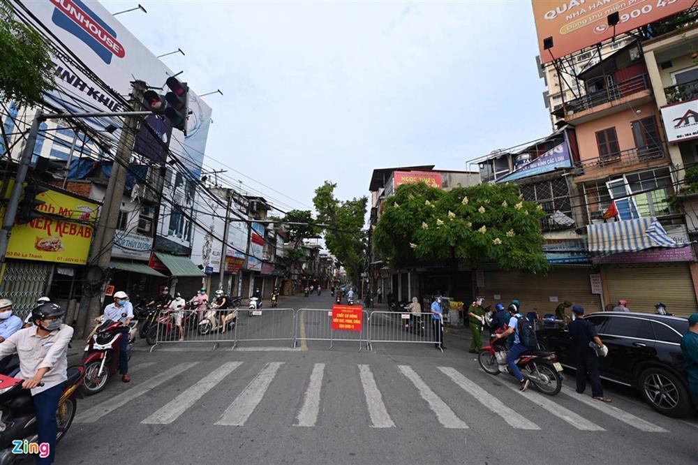 Nhiều chốt kiểm soát Covid-19 ở Hà Nội bị ùn ứ-9