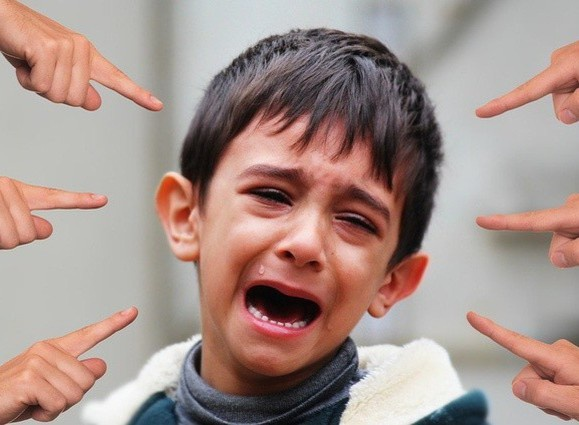 Trẻ bị trêu chọc, thay vì giải quyết giúp, cha mẹ hãy dạy những điều này để trẻ đối diện và vượt qua một cách dễ dàng-3