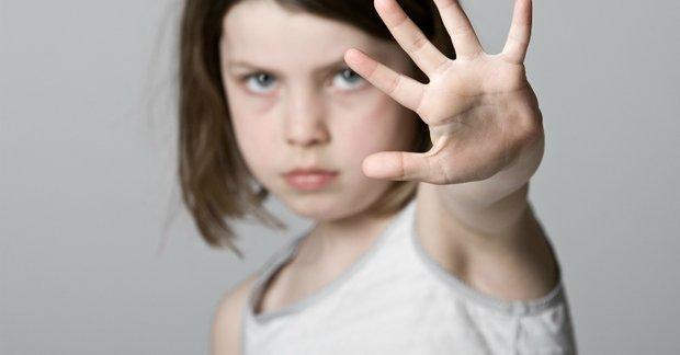 Trẻ bị trêu chọc, thay vì giải quyết giúp, cha mẹ hãy dạy những điều này để trẻ đối diện và vượt qua một cách dễ dàng-4